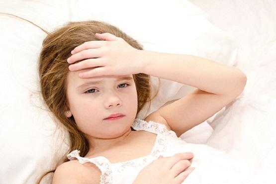 Cách chăm sóc trẻ sốt phát ban 1