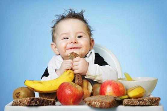 2. Tăng cường các thực phẩm từ trái cây và rau xanh cho bé 1