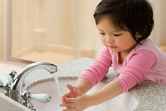 4. Xây dựng thói quen vệ sinh cá nhân sạch sẽ cho bé 1