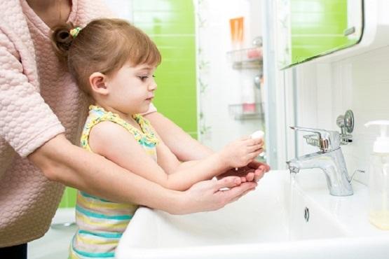 1. Xây dựng một thói quen vệ sinh cá nhân sạch sẽ cho bé 1