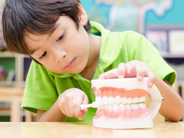 Vệ sinh răng miệng cho bé 1