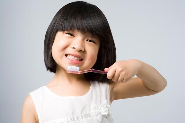 Nguyên nhân gây chảy máu chân răng ở trẻ 1