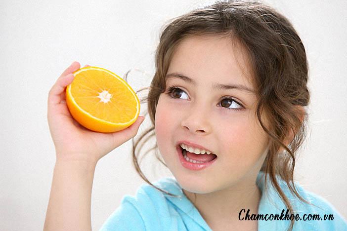 Dấu hiệu trẻ thiếu vitamin C và cách khắc phục 1