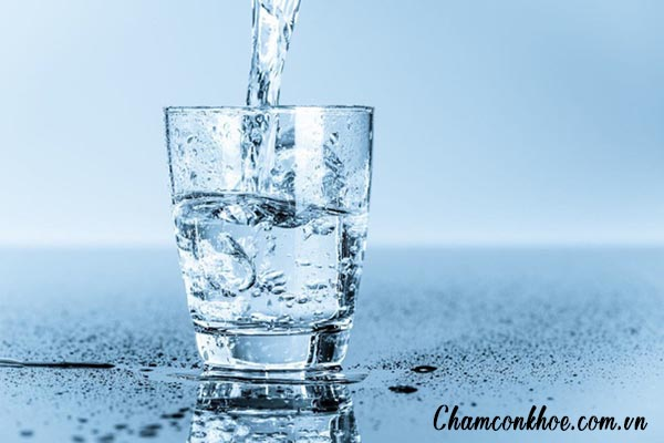 Khuyến khích người bệnh uống nhiều nước 1
