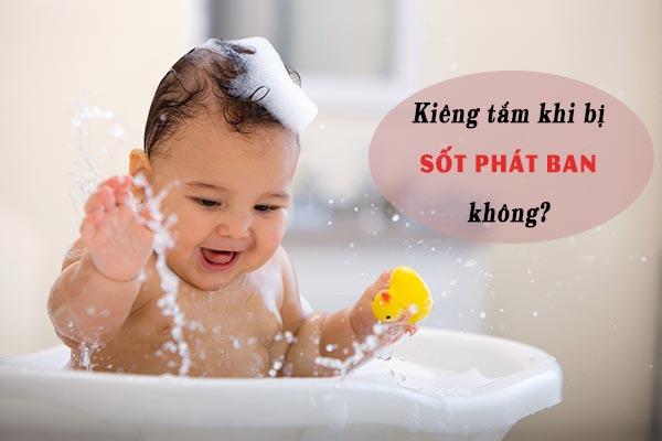 Sốt phát ban có kiêng tắm? 1