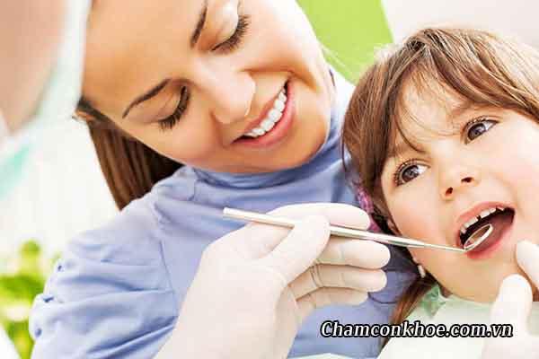 Lấy cao răng cho bé 1