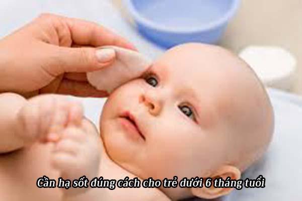 Trẻ dưới 6 tháng bị sốt phát ban cần làm gì? 1